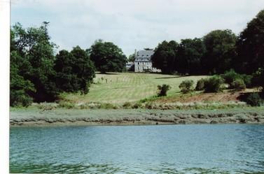 Le chateau de Kerhir, vu du bras de mer