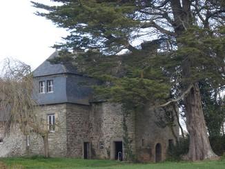 la tour du vieux kerhir, vue du grand logis
