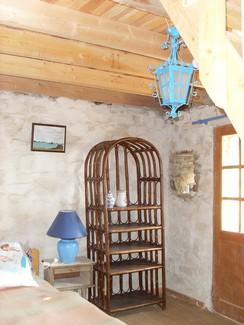 la chambre sous la mezzanine du gite de Plougrescant