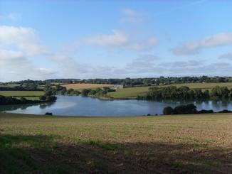 la rivière ,  vue des champs de kerhir